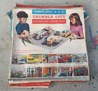 VINTAGE THIMBLE CITY 1964 REMCO TOY MAGNET POWERED PLAYSET CAR PEOPLE + Box