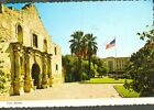USA TX SAN ANTONIO 1983 POSTCARD 36899 ALAMO CHURCH FORTRESS FLAG LAWN PALM TREE