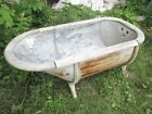 ANTIQUE EARLY 20th CENTURY ZINC LINED COPPER BATHTUB ON FANCY CAST IRON LEGS