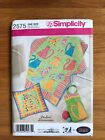 2575 SIMPLICITY SEWING PATTERN CAT QUILTED WALL HANGING PILLOW BAG AND QUILT