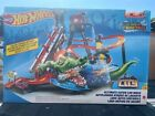 BRAND NEW Hot Wheels Ultimate Gator Car Wash Play Set w Color Shifters Car
