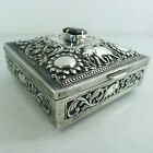 A VINTAGE SOLID SILVER JEWELRY HINGED LID TRINKET BOX WITH A RAISED DECORATION