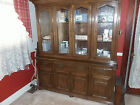VINTAGE ETHAN ALLEN ROYAL CHART. OAK 2 PIECE ENCLOSED HUTCH