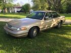 Ford: Crown Victoria Automatic 1998 for $1700 dollars