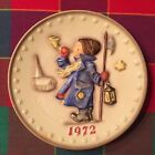 **HUMMEL ANNUAL PLATE 1972 IN BAS RELIEF**GOEBEL Boy with the Horn and Lantern