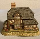 David Winter Cottages December British Traditions The Bull and Bush 1989 W/Box