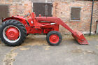 International harvester Tractor B275 with Loader