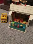 VINTAGE FISHER PRICE PLAY FAMILY SCHOOL HOUSE 923 W ACCESSORIES