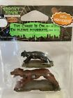 New Lemax Spooky Town Halloween Village THE CHASE IS ON Cat & Dog Figures #82520