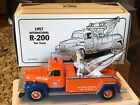 First Gear 1957 International R 200 GULF Tow Truck 134 Die Cast 19 1336