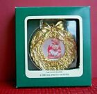Vintage Heirloom Collection 18K GP Christmas Wreath Photo Frame Ornament