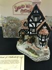 David Winter Cottages Squire's Hall 1985 With Box & COA The Main Collection