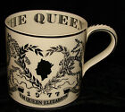 WEDGWOOD MUG COMMEMORATING QUEEN ELIZABETH SILVER JUBILEE 1952-77 RICHARD GUYATT