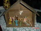 VINTAGE LARGE WOODEN CRECHE NATIVITY SCENE WITH 14 PLASTIC FIGURES MADE IN ITALY
