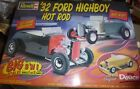 REVELL MONOGRAM 1/8 1932 FORD HIGHBOY HOT ROD Model Car Mountain NEW COMPLETE