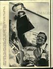 1973 Press Photo Car racing - Mark Donahue shows Mid-Ohio Can-Am winner's cup