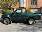 2000 Toyota Tacoma green 2000 for $3900 dollars