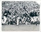 1941 Michigan Wolverines HB Tom Kuzma Runs VS Columbia Lions Press Photo