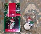 1990 HALLMARK CHRISTMAS ORNAMENT WITH BOX HARK! IT'S HERALD ELF WITH DRUM NIB